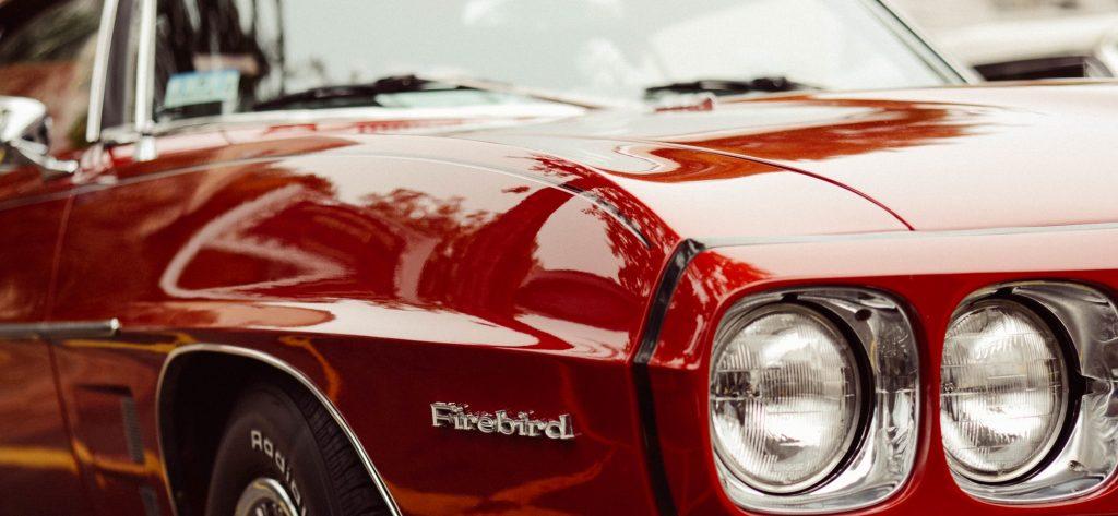 Красный автомобиль, блеск